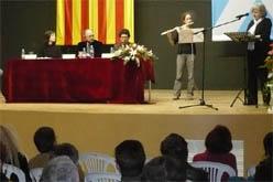 Neus Puig (a la flauta travessera) acompanyant Núria Candela. (foto: vilaweb mollerussa)
