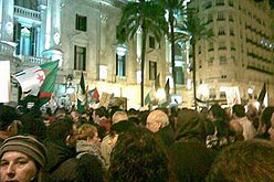 Concentració davant l'Ajuntament de València.