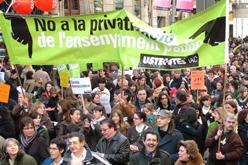 Una manifestació en defensa de l'ensenyament públic