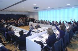 Ple de l'Ajuntament de Sant Cugat en el moment de la votació
