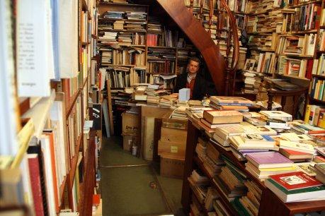 Interior de la llibreria Pam de Nas (Font: Vilaweb)