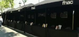 La vaga de treballadors deixa buida d'escriptors la parada de la FNAC