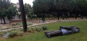 Tomben l'est�tua de Jordi Pujol a Premi� de Dalt
