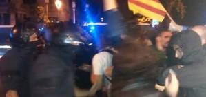 Els mossos desallotgen l'acampada a la delegaci� del govern espanyol pel 9-N
