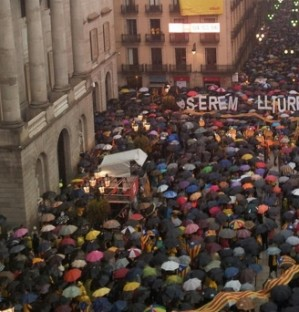 Thousands protest against Constitutional Court independence consultation suspension