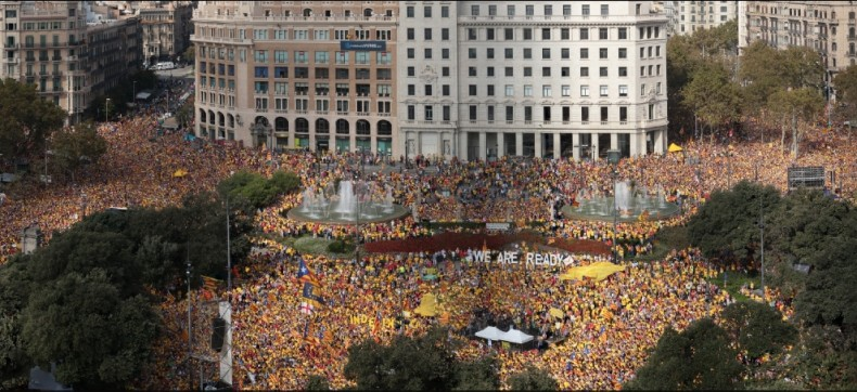 La Gigafoto de la concentraci� d'Ara �s l'hora a la pla�a Catalunya