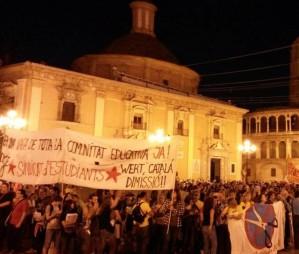 Milers de valencians es manifesten per demanar la dimissi� de la consellera d'Educaci�