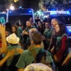 Desallotgen una oficina de Catalunya Caixa ocupada per la PAH