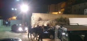 V�deo: Fabra, obligat a amagar-se d'un grup de manifestants