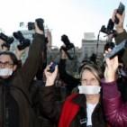 Milers de manifestants contra les restriccions de la 'llei mordassa'