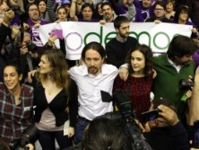 Pablo Iglesias crida 'a construir ponts' en un acte multitudinari a Barcelona